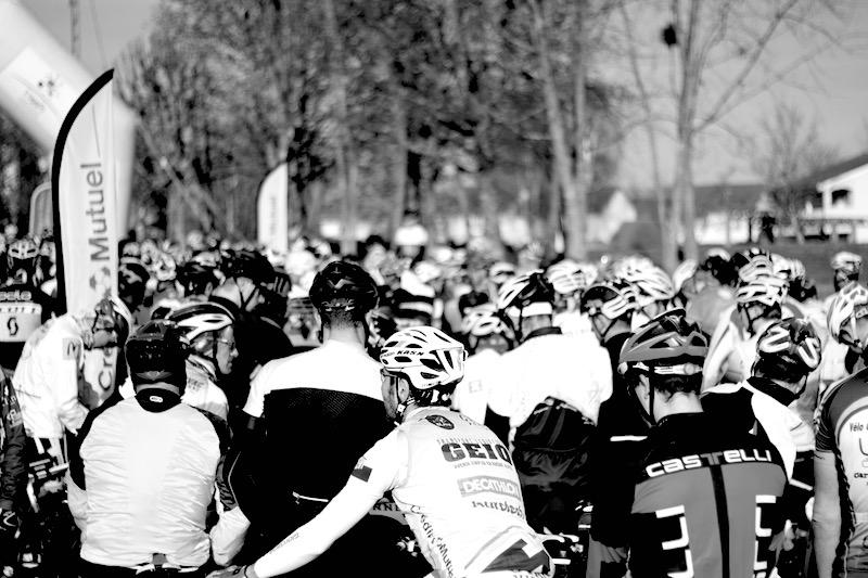 Les coureurs sont concentrés avant le départ
