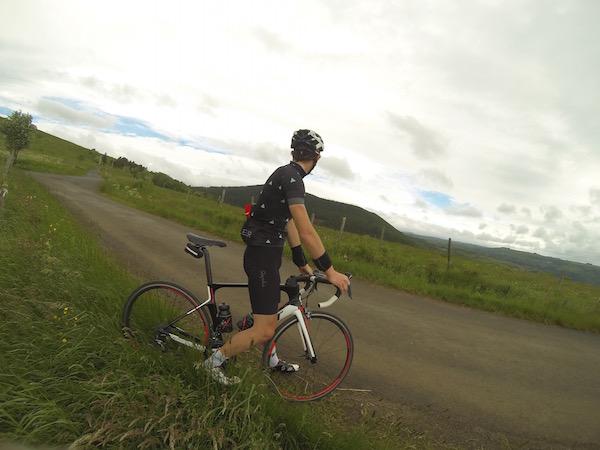 Vue sur le Cézallier depuis le sommet du col de la Pierre Plantée grimpé en vélo