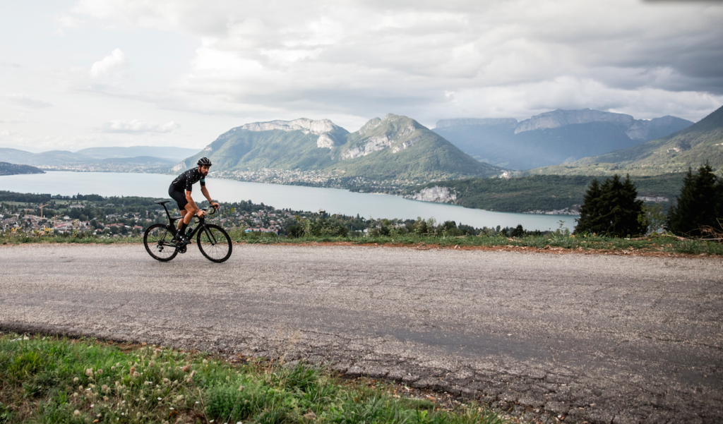Cycliste col de Leschaux Annecy