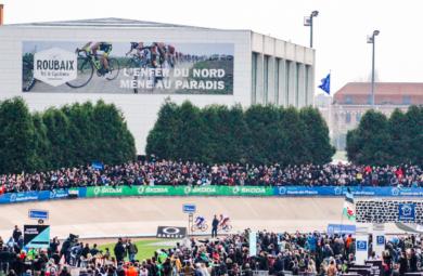Arrivée de Paris Roubaix 2019 au coeur du vélodrome