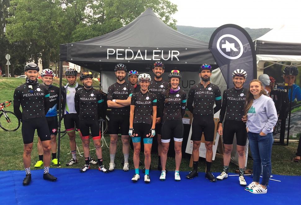 Équipe cycliste sur cyclsoportive Les Cimes du Lac d'Annecy